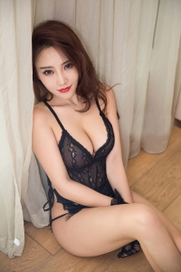 Escort  Nora from South Kensignton